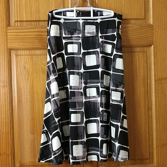 LuLaRoe simply comfortable skirt. Size L